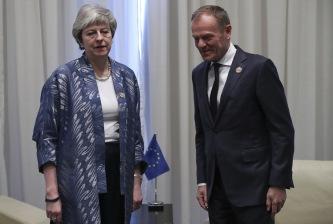 Francisco Seco/AP/TT Storbritanniens premiärminister Theresa May och EU:s permanente rådsordförande Donald Tusk. Arkivbild.