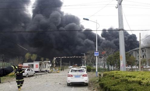 Chen Feng/AP/TT Många har omkommit efter en explosion vid en kemikaliefabrik i östra Kina.