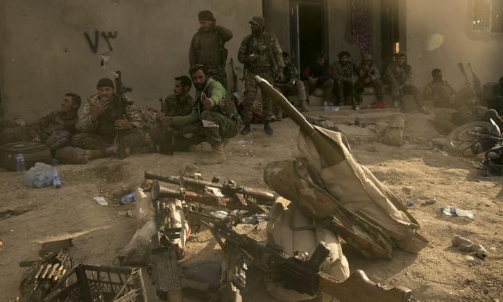 Maya Alleruzzo/AP/TT SDF-styrkor i al-Baghuz. Arkivbild.