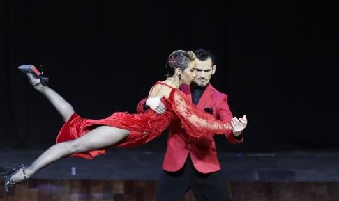 Natacha Pisarenko/AP/TT Det argentinska dansparet Juan Segui och Maira Sanchez vid fjolårets världsmästerskap i tango i Buenos Aires i Argentina.