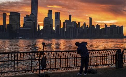 J. David Ake Rockland ligger 18 kilometer norr om Manhattan i New York. 153 fall av mässling har bekräftats i ett utbrott, sedan en person besökt ett annat land och återvänt med smittan.