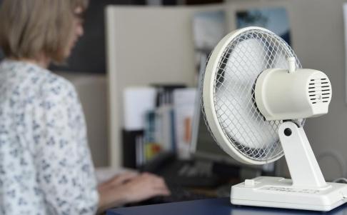 Leif R Jansson / TT Folkhälsomyndigheten vill kunna följa hälsoeffekterna som är kopplade till värmeböljor. Arkivbild.