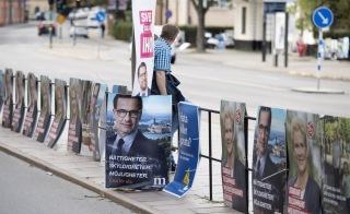 Henrik Montgomery/TT Valaffischer utanför Stadshuset i Stockholm inför riksdagsvalet 2018.