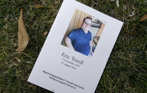 Janerik Henriksson/TT Eric Torells begravning var öppen för alla och Gustaf Vasa kyrka i Stockholm fylldes av sörjande. Eric Torell sköts till döds av polisen i augusti förra året, en händelse som väckte starka protester.