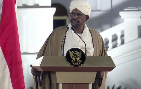 Mohamed Abuamrain/AP/TT Sudans president Omar al-Bashir under ett tal från presidentpalatset den 22 februari i år.