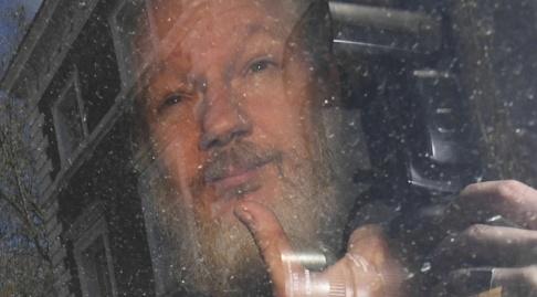 Victoria Jones/AP/TT Julian Assange i fredags, när han precis gripits på Ecuadors ambassad i London.