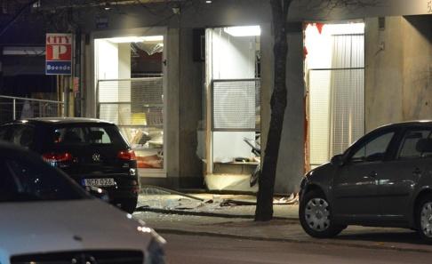 Niklas Luks/TT Någonting har exploderat vid en butik i centrala Norrköping.