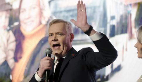 Antti Aimo-Koivisto/Lehtikuva via AP/TT Socialdemokraternas ledare Antti Rinne i tal på sitt partis valvaka.