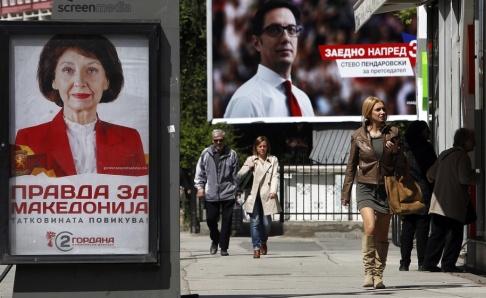 Boris Grdanoski/AP/TT Valaffischer dominerar gatubilden i Nordmakedoniens huvudstad Skopje. Men intresset bland väljarna spås vara ljumt.