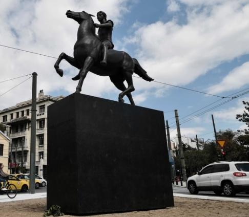 Louisa Goulimaki/AFP/TT Ryttarstatyn av Alexander den store har avtäckts i Aten, 27 år efter att den grekiska huvudstaden köpte in konstverket.