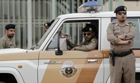 Hassan Ammar/AP/TT Saudiska poliser uppges ha skjutit dödat fyra män som attackerade en anläggning nordväst om huvudstaden Riyad. Arkivbild.