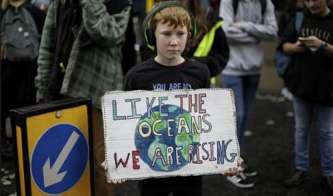 Matt Dunham/AP/TT En demonstrant i centrala London under onsdagen.