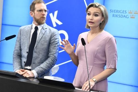 Claudio Bresciani/TT Kristdemokraternas ekonomisk-politiske talesperson Jakob Forssmed och partiledare Ebba Busch Thor presenterar partiets vårbudgetmotion.