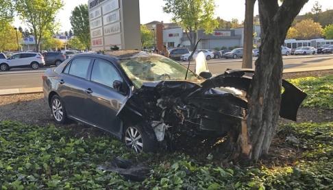 """Don Draper/AP/TT Den kraschade bilen efter att föraren, en 34-årig man från Kalifornien, i tisdags avsiktligt körde in i en folkmassa, och skadade åtta personer. Enligt polisen gjorde mannen så eftersom """"han trodde de var muslimer""""."""