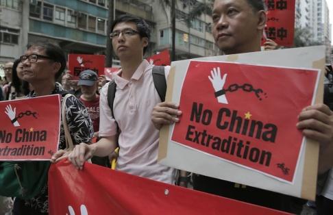 Vincent Yu/AP/TT Demonstrationer mot utlämningar till Kina i Hongkong på söndagen.