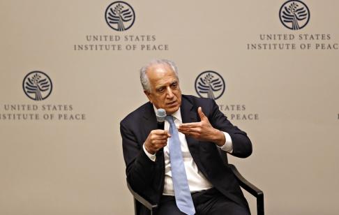 Jacquelyn Martin/AP/TT USA:s Afghanistansändebud Zalmay Khalilzad ska ha anlänt till Qatar för fredssamtal med talibanerna. Arkivbild.