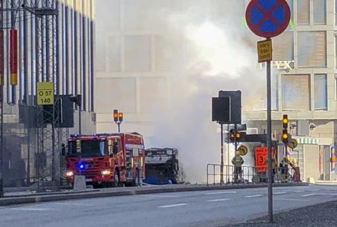 Tomas Bengtsson/TT Bussen totalförstördes i en explosionsartad brand vid Klaratunneln i Stockholm.