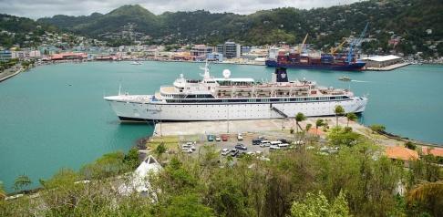 Bradley Lacan/TT Kryssningsfartyget Freewinds i hamn i Castries, huvudstaden i Saint Lucia.