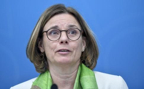 Stina Stjernkvist/TT Miljö- och klimatminister och MP:s språkrör Isabella Lövin. Arkivbild.