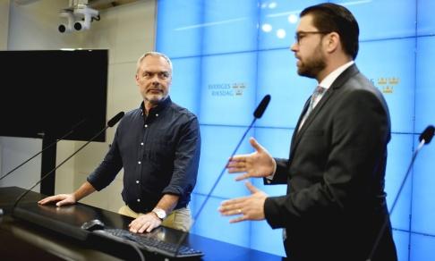 Anders Wiklund/TT Liberalernas partiledare Jan Björklund och Sverigedemokraternas partiledare Jimmie Åkesson.