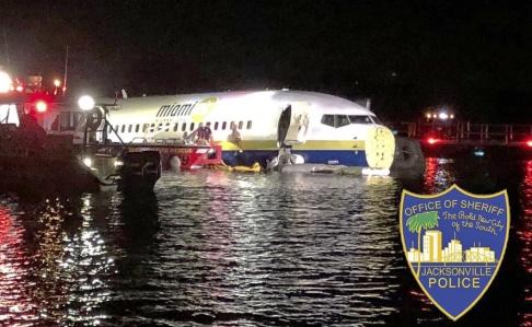 Jacksonville Sheriff's Office/ AP/TT Räddningsarbete vid det olycksdrabbade planet.