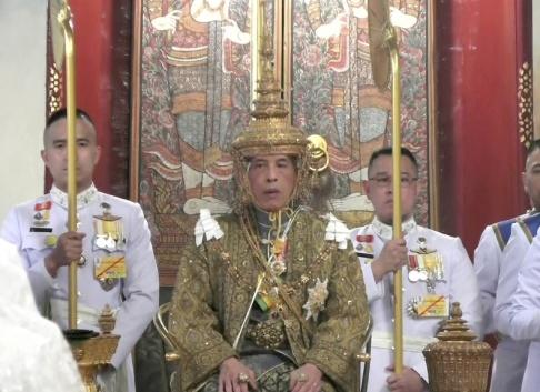 Thai Tv Pool/AP/TT Thailands Maha Vajiralongkorn är krönt till kung Rama X.