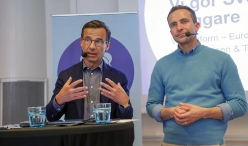 Christine Olsson/TT Moderaternas partiledare Ulf Kristersson och toppnamnet i EU-valet Tomas Tobé.