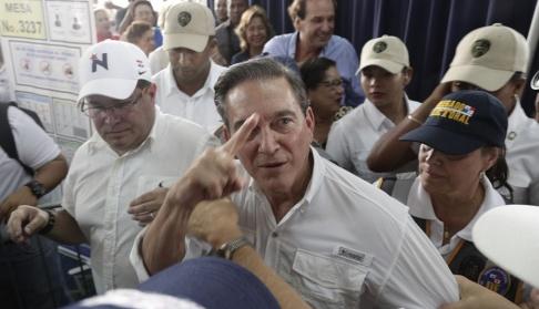 """Arnulfo Franco/AP/TT Laurentino """"Nito"""" Cortizo har segraret i Panamas presidentval enligt preliminära siffror från landets valkommission. Här en bild från en vallokal i huvudstaden på söndagen."""