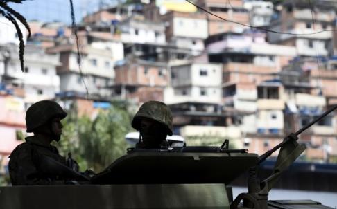 Silvia Izquierdo/AP/TT Åtta personer sköts på måndagen ihjäl av polis i den så kallade favelan Maré i Rio de Janeiro. Arkivbild från Rocinha, en annan favela i staden.