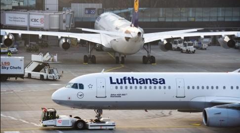 Christoph Schmidt/AP/TT Flygtrafiken till och från Frankfurt stod still i en halvtimme. Arkivbild.