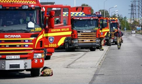 Johan Nilsson/TT Räddningstjänst på plats vid Oljehamnen i Malmö där bensin läckte ut.