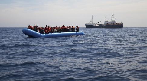 Fabian Heinz/AP/TT Migranter på en gummibåt i havet utanför Libyens kust. Observera att bilden är tagen i ett annat sammanhang.