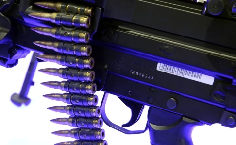 Jon Gambrell/AP/TT Ett automatvapen som erbjuds på exportmarknaden av den belgiska vapenproducenten FN Herstal. Arkivbild.