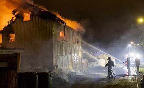 Larsen, Håkon Mosvold Två personer omkom i branden i Lier i Norge.