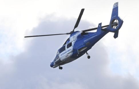 Fredrik Sandberg/TT En man fick föras till sjukhus i ambulanshelikopter. Arkivbild.