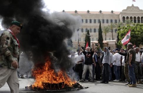 Hassan Ammar/AP/TT Bild från militärveteranernas protester i Beirut i förra veckan.