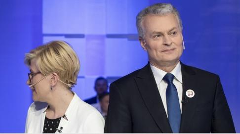 Mindaugas Kulbis/AP/TT Ingrida Simonyte och Gitanas Nauseda vid en tv-debatt i Vilnius häromdagen.