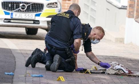 Johan Nilsson/TT Polisens kriminaltekniker i arbete i centrala Helsingborg efter knivdådet mot en kvinna i 60-årsåldern. Arkivbild.