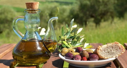 Adobe/AP/TT Polisen i Italien och Tyskland har slagit till mot en liga som tillverkat falsk olivolja. Arkivbild.