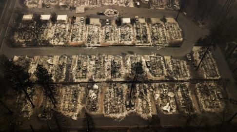 Noah Berger/AP/TT Resterna av nedbrunna hus i staden Paradise, Kalifornien. Arkivbild.