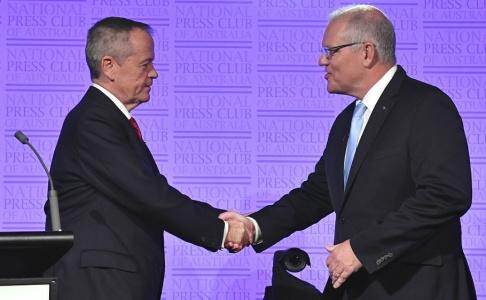Mick Tsikas/AAP/AP/TT Bill Shorten och Scott Morrison vid en valdebatt i australisk tv i förra veckan.