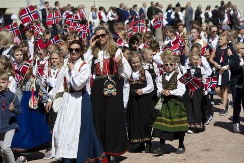 Ryan M. Kelly. AP TT Nyhetsbyrån. Bild från firandet i Norge. Bilden har ej med mannen i artikeln att göra.