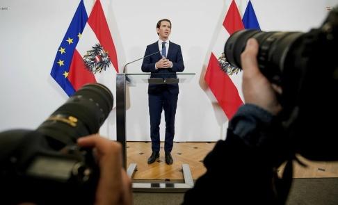 Michael Gruber/AP/TT Österrikes förbundskansler Sebastian Kurz meddelade att hans regering spricker på grund av skandalfilmen med vicekanslern Strache.