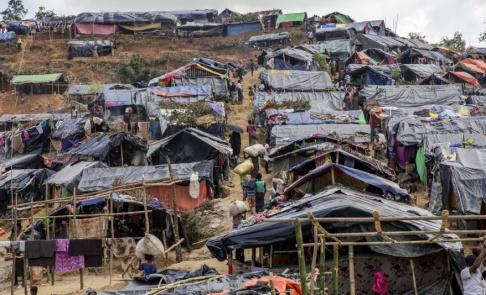 Dar Yasin/AP/TT I distriktet Cox's Basar i Bangladesh bor runt en miljon rohingyer i överbefolkade flyktingläger. Där betraktas de som statslösa. Arkivbild.