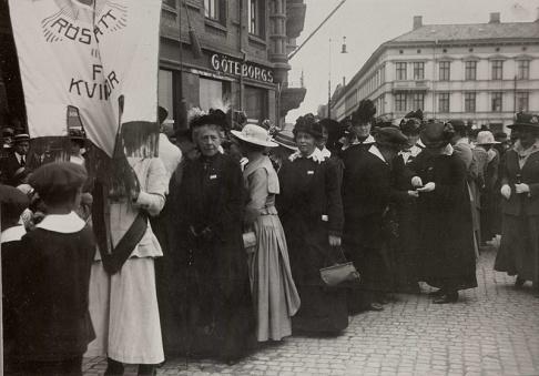 Demonstrationståg för kvinnorösträtten, Göteborg - Nordiska Museet