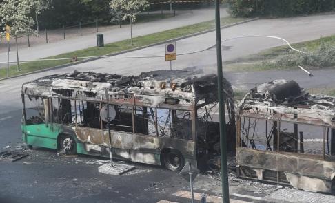 Andreas Hillergren/TT En linjebuss fattade under tisdagen eld på Västra Varvsgatan i Malmö.