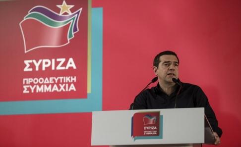 Yorgos Karahalis/AP/TT Greklands premiärminister Alexis Tsipras i ett tal under ett partimöte på måndagen.