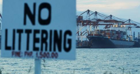 Aaron Favila/AP/TT Containrar med avfall är på väg tillbaka till Kanada.