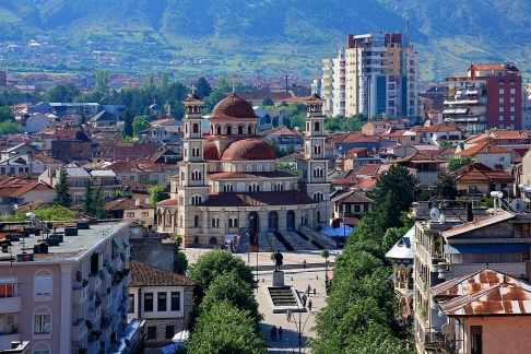 Katedralen i Korça. Foto: Shkelzen Rexha. Wikipedia.
