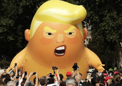 Matt Dunham En jätteballong föreställande Donald Trump fanns på plats när USA:s president besökte London i fjol. Nu är Trump tillbaka. Arkivfoto.